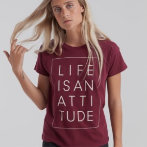 camiseta-mujer-life-is-an-attitude