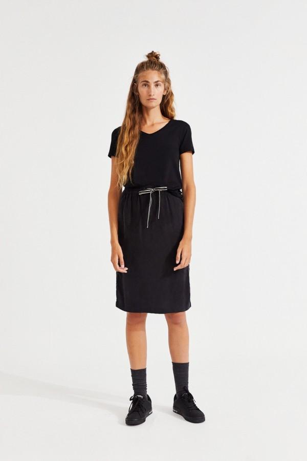 louron-skirt-woman
